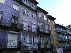 typické řady domů s obklady